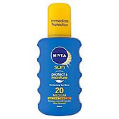 NIVEA SUN Protect & Moisture Moisturising Sun Spray 20 Medium 200ml
