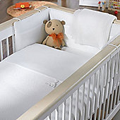 Izziwotnot White Gift Crib Set