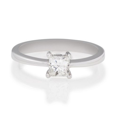 18ct White Gold 50Pt Princess Cut Diamond Ring, P