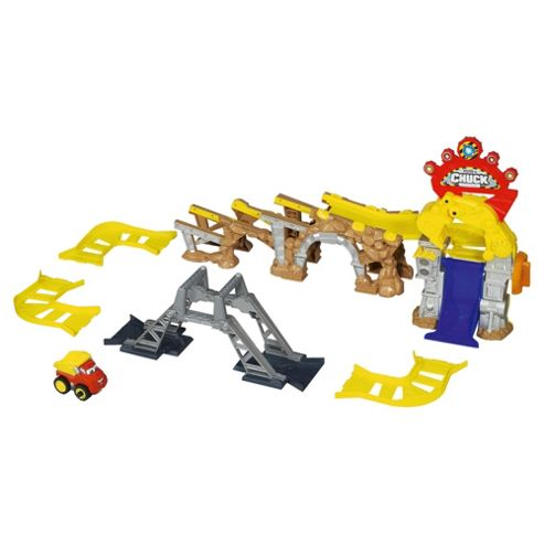 Chuck & Friends Chuck Garage Deluxe Stunt Set