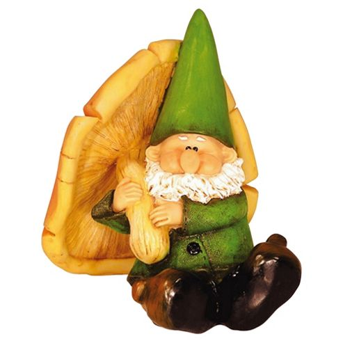 Woodland Wilf Takes Shelter Gnome