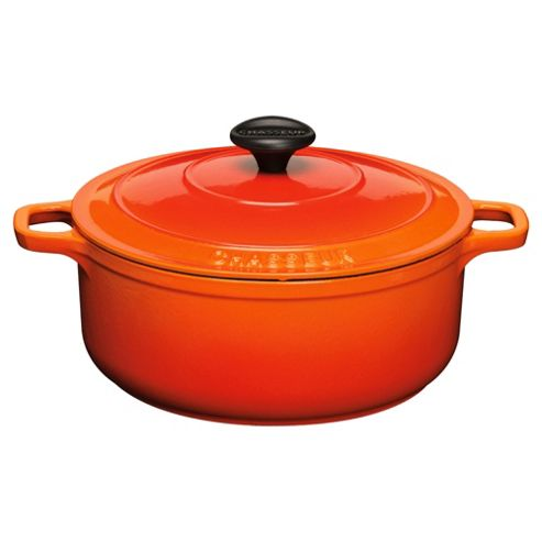 Chasseur 26cm Round Cast Iron Casserole, Flame