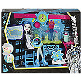 Monster High Frankie Stein Rad Science Lab Play Set