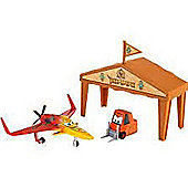Disney Planes Diecast Ishani Pit Row Gift Pack
