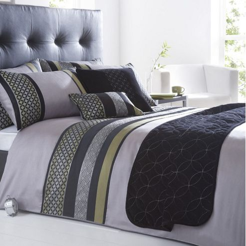 Dreams N Drapes Curtina Newton Quilt Set In Black - Super King