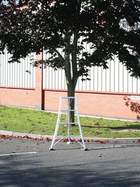 Trade 1.2m (3.94ft) Standard - Garden Hedge Cutting Tripod Ladder