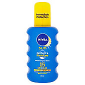 NIVEA SUN Protect & Moisture Moisturising Sun Spray 15 Medium 200ml