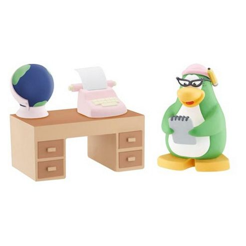 Disney Club Penguin Figure Pack - Aunt Arctic with Writing Accessories