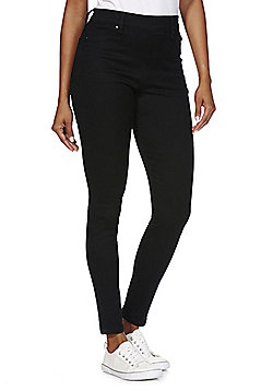 Women's Leggings When you want to be comfy but still rock the trend, slipping on a pair of women's leggings from our fantastic collection is a no-brainer. Take your pick from our variety of patterns and colours or keep it simple and pair with one of our new tops.