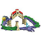 Chuggington StackTrack Tunnel & Bridge Adventure Playset