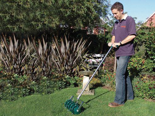 Greenkey Rolling Lawn Aerator 30cm