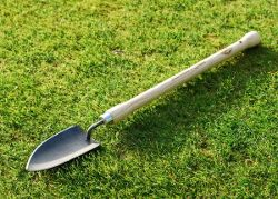 De Wit long handled planting trowel
