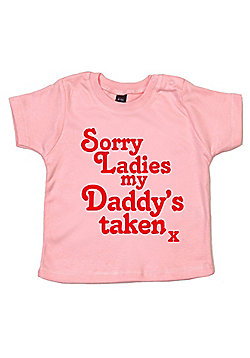 Dirty Fingers Sorry Ladies my Daddy's taken x Baby T-shirt - Pink