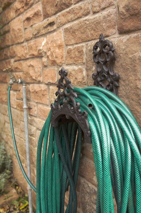 Cast-iron hose tidy