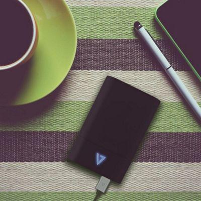 V7 High-Capacity 10 050 mAh 3 Ports USB-C Powerbank