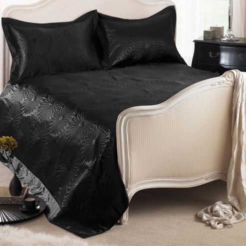 Country Club Daisy Embossed Bedspread with Shams in Black