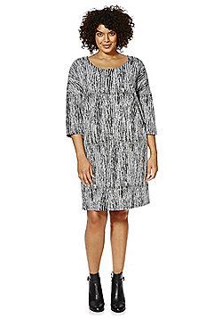 Junarose Bark Print Plus Size Shift Dress - Black & White