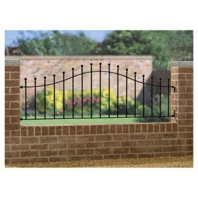 Burbage Manor Ball Arched Railing MA04