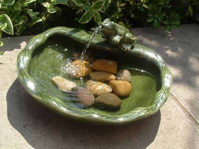 Smart Solar Solar Frog Fountain in Glazed Green Ceramic