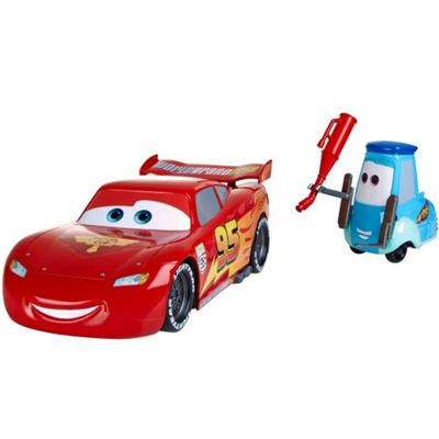 Cars to Gas Up and Go Guido Lightning McQueen Playset
