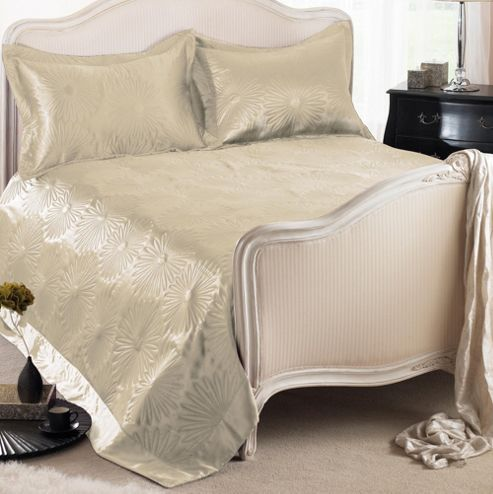Country Club Daisy Embossed Bedspread with Shams in White