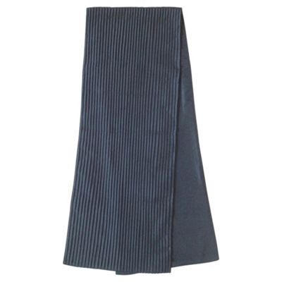 Black Pleated Runner