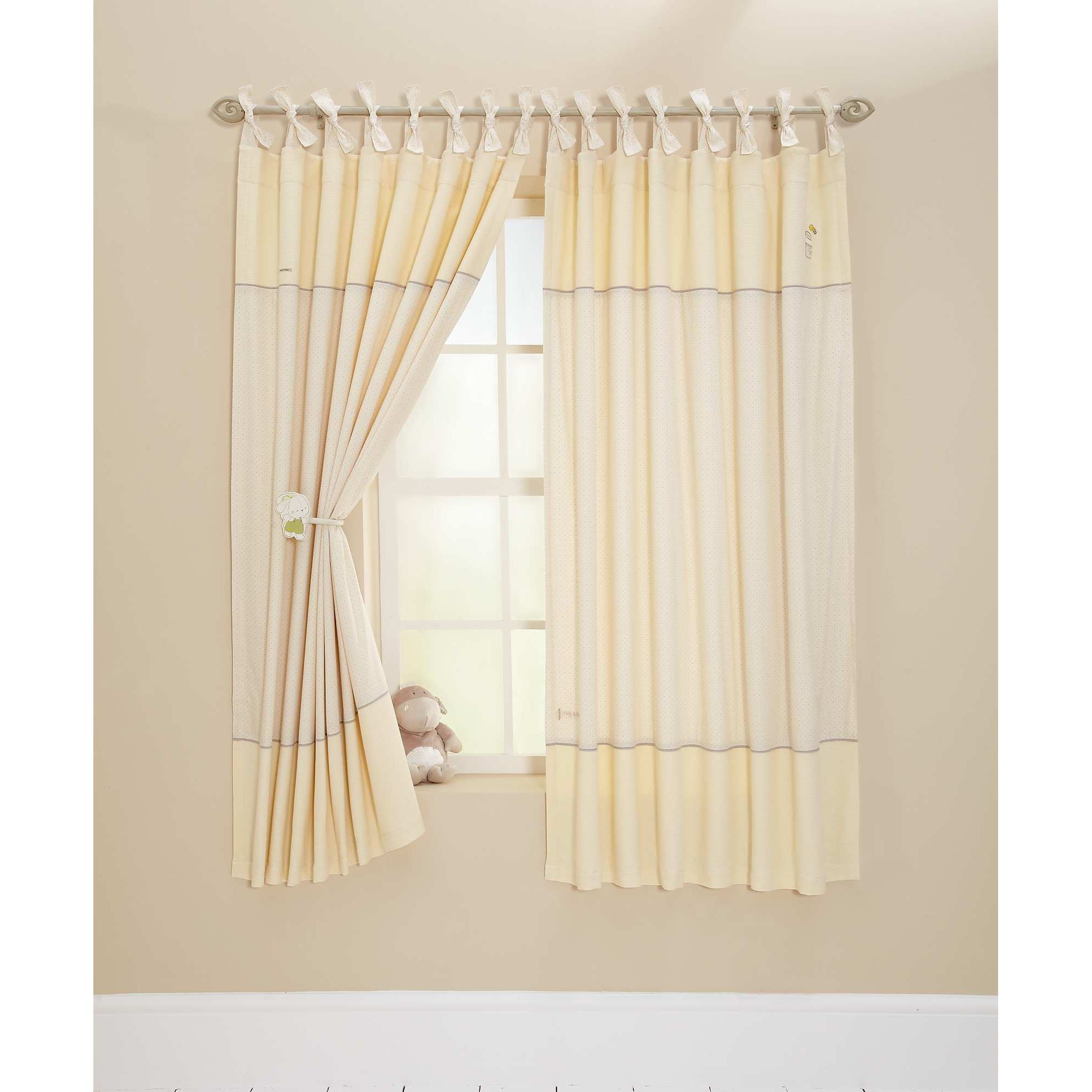 Winnie the pooh curtains for nursery home the honoroak for Nursery curtains uk
