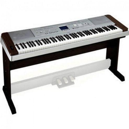 Yamaha DGX640W Digital Piano