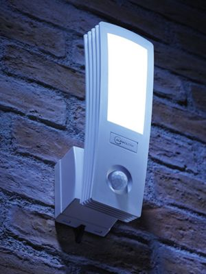 Auraglow 16W LED Low Energy Motion Activated PIR Sensor Outdoor Security Wall Light - 120w EQV - White