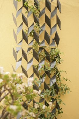 FLORA Grow No.55 Art Trellis in Anthracite