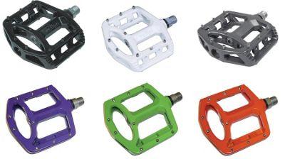 Wellgo MG1 - 9/16 Magnesium Cro-mo Sealed Platform Pedals - Purple