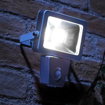 Buy auraglow 10w led low energy motion activated pir sensor security auraglow 10w led low energy motion activated pir sensor security floodlight outdoor wall light 150w aloadofball Images
