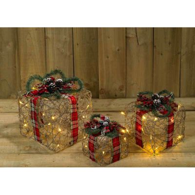 3 Pack Wicker and Tartan Christmas Battery Operated Gift Box Room Decoration