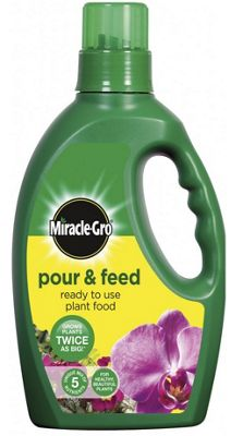 Miracle Gro Garden and Home Plant Feed Pour & Feed - 1L
