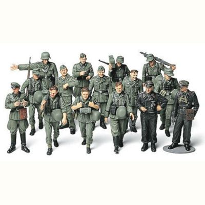 Tamiya 32530 German Infantry Wwii On Manoeuvres 1:48 Military Model Kit