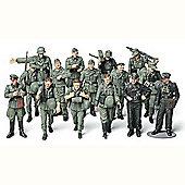 WWII German Infantry On Maneuvers - 1:48 Military - Tamiya