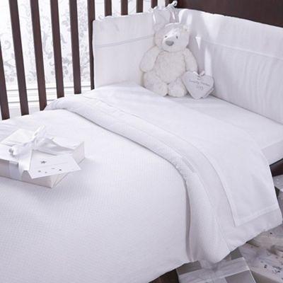 Izziwotnot Premium Gift Luxury Coverlet Bedding Bale (White)
