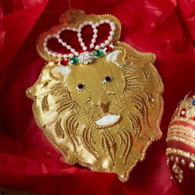 Regal Lion Head Decoration