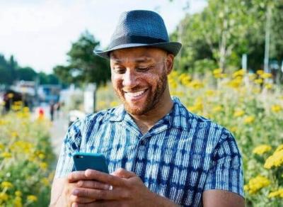Tesco Mobile gentleman with phone